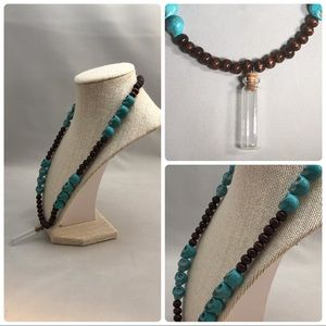 Howlite skull, wood beads & vial necklace, nwot